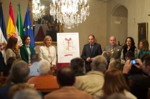 """En el Salón Noble del Ayuntamiento, en la presentación de la campaña """"Juguetes sin límites"""", junto a la alcaldesa y los Reyes Magos."""